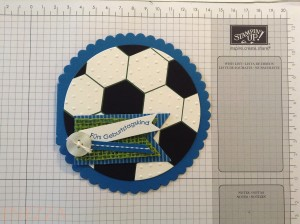 Read more about the article Runde Fußballkarte mit quadratischem Briefumschlag