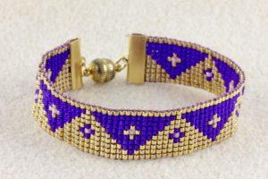 Gewebtes Armband in violett-gold